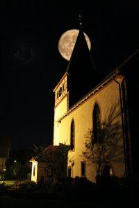 Wehrkirche Dertingen im Mondschein<br/>Foto: Reinhold Hörner